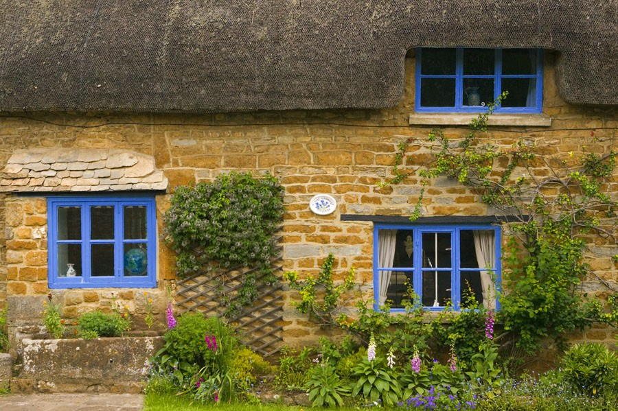 Crooked Thatch-England
